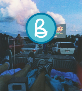 Image of a couple at the outdoor cinema record personal expenses