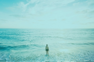 Image of a women staring at the ocean